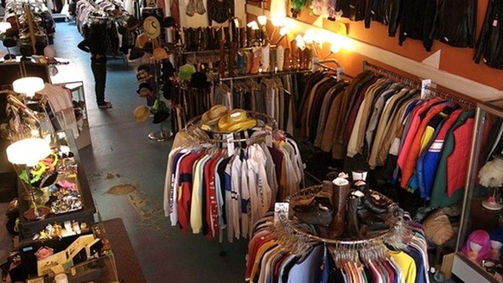 Una domenica delle Palme all'insegna dello shopping: in centro molti negozi aperti