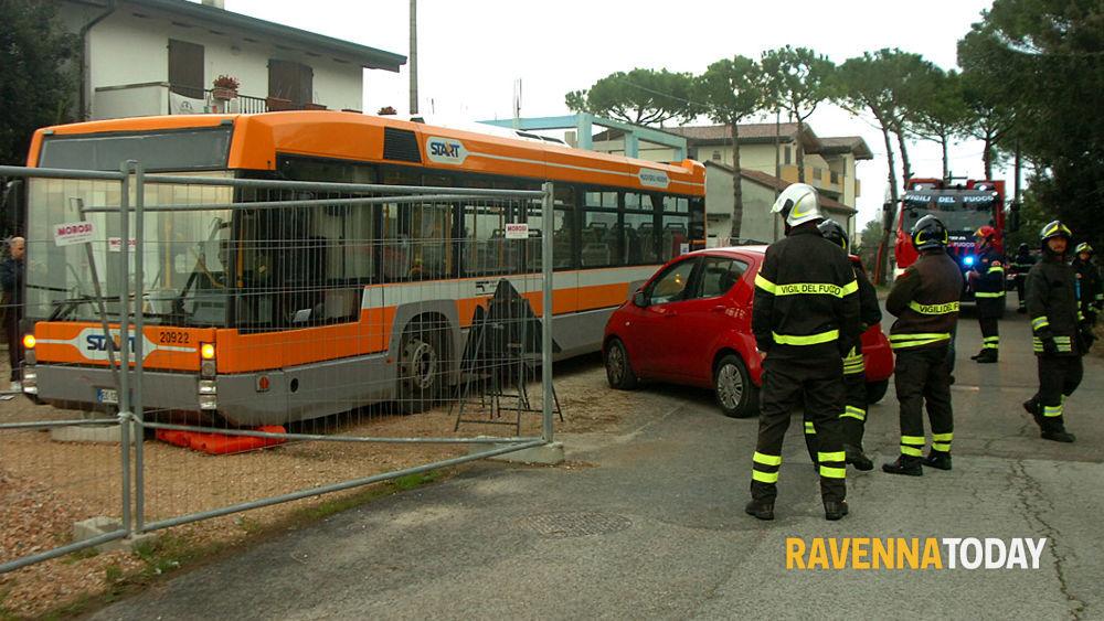 Tragedia a montaletto autista muore travolto dal suo bus - Parcheggiano davanti casa cosa si puo fare ...