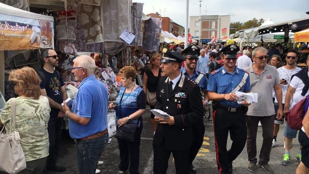 Furti i carabinieri presidiano il mercatino dei sapori d - Mercatino ravenna ...