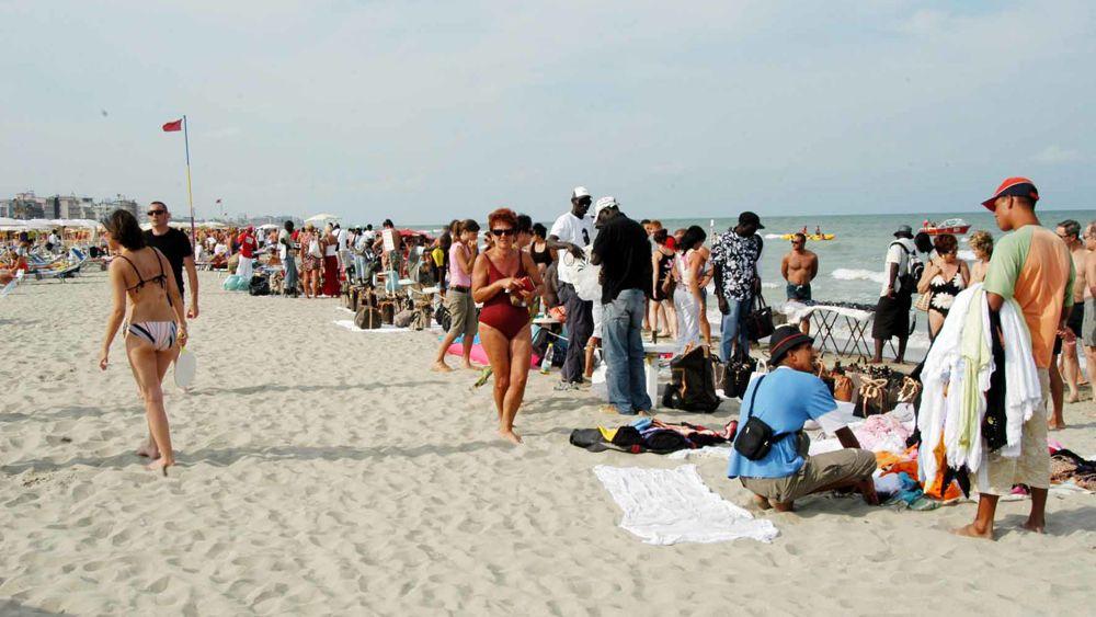 Abusivismo in spiaggia effetto rimini anche a cervia - Bagno balmor cervia ...