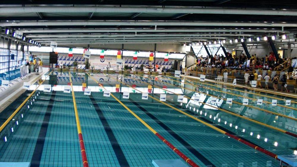 Piscina comunale chiusa per escrementi no ai 39 pannolini contenitivi 39 - Pannolini da piscina ...