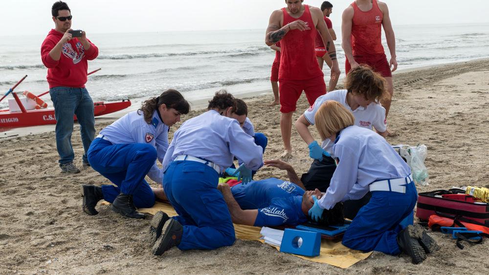 Rischia di annegare in mare a lido di savio grave un 39 anziana di 74 anni - Bagno cavallino lido di savio ...