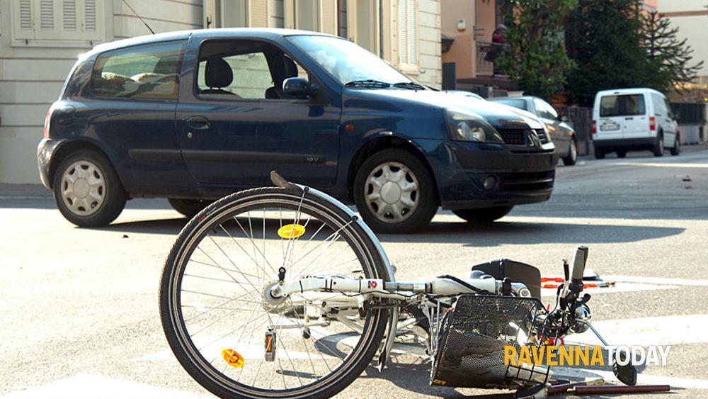 Ravenna Schianto In Bici Contromano Via Venezia