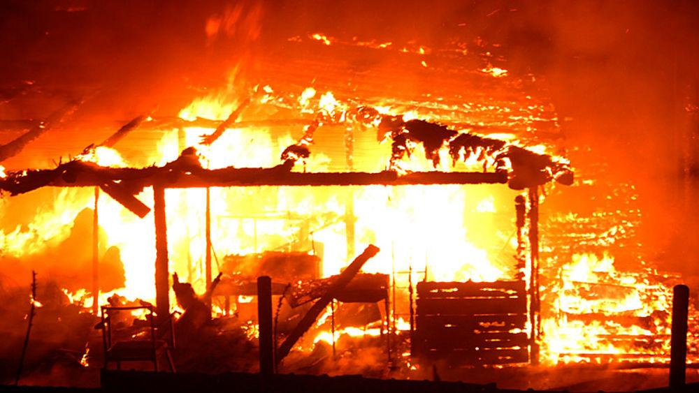 Marina di ravenna devastante incendio al bagno 39 mio capitano 39 - Bagno lucciolamarina di ravenna ...