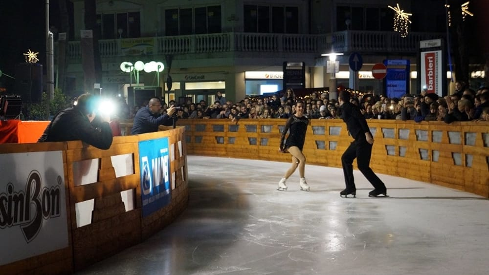 Mima on ice inaugurato il villaggio del natale a milano - Bagno mima milano marittima ...